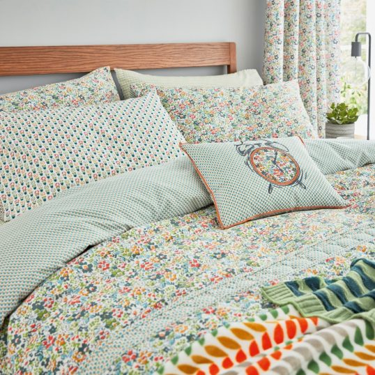 Helena Springfield Dottie Bedding in Spring Green